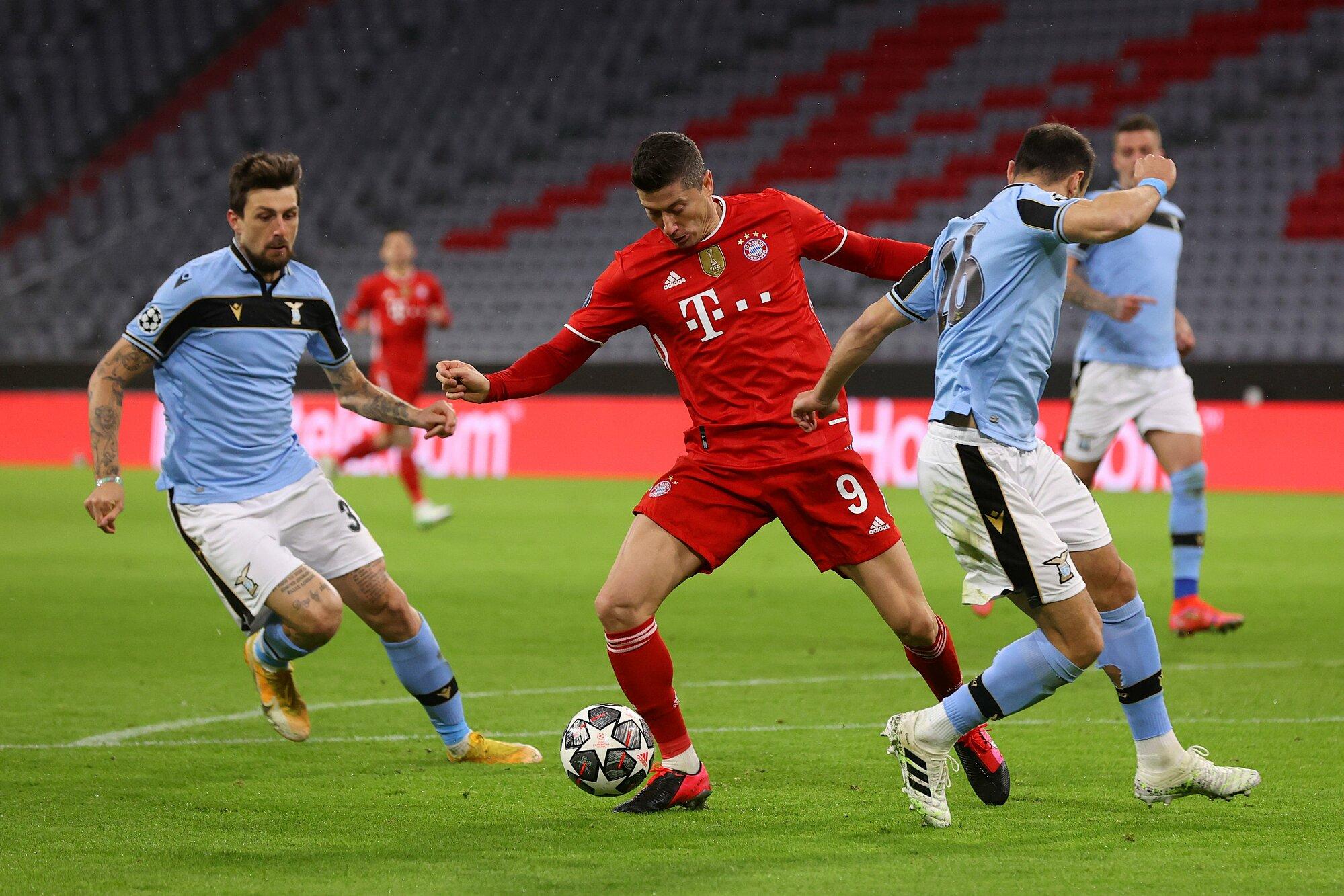 Kegagalan Lazio (kaos biru), meski berat, bukanlah hasil yang mengejutkan, mengingat perbedaan besar antara mereka dan Bayern.  Foto: Twitter / FC Bayern