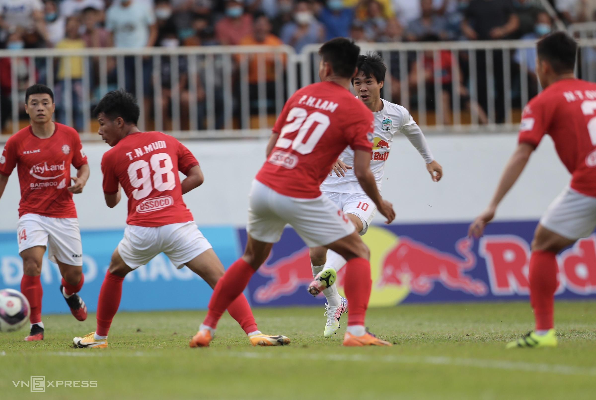 Cong Phuong mencetak gol kedua dalam dua putaran berturut-turut.  Foto: Duc Dong.
