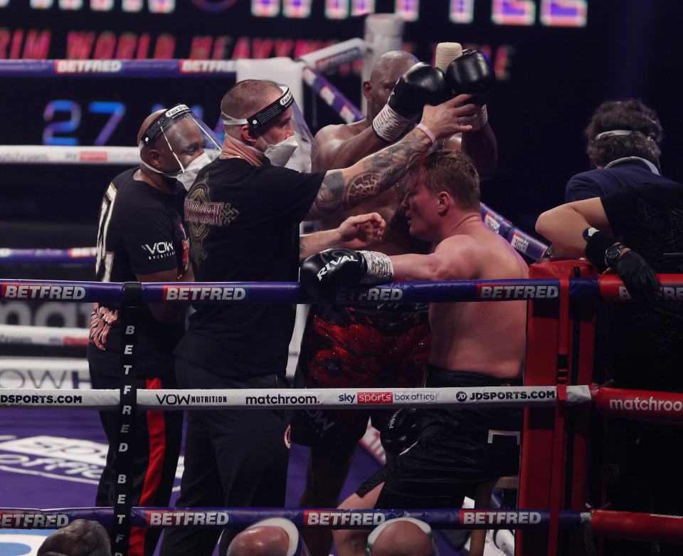 Whyte poured water over his head, helping Povetkin cool down.  Photo: Matchroom Boxing