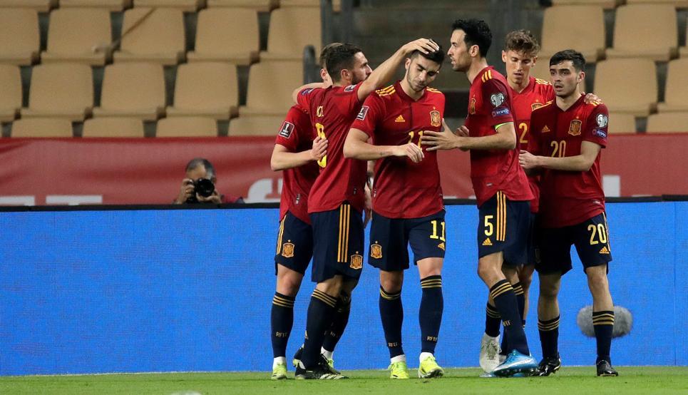 Pemain baru secara bertahap menggantikan bintang-bintang tua Spanyol.