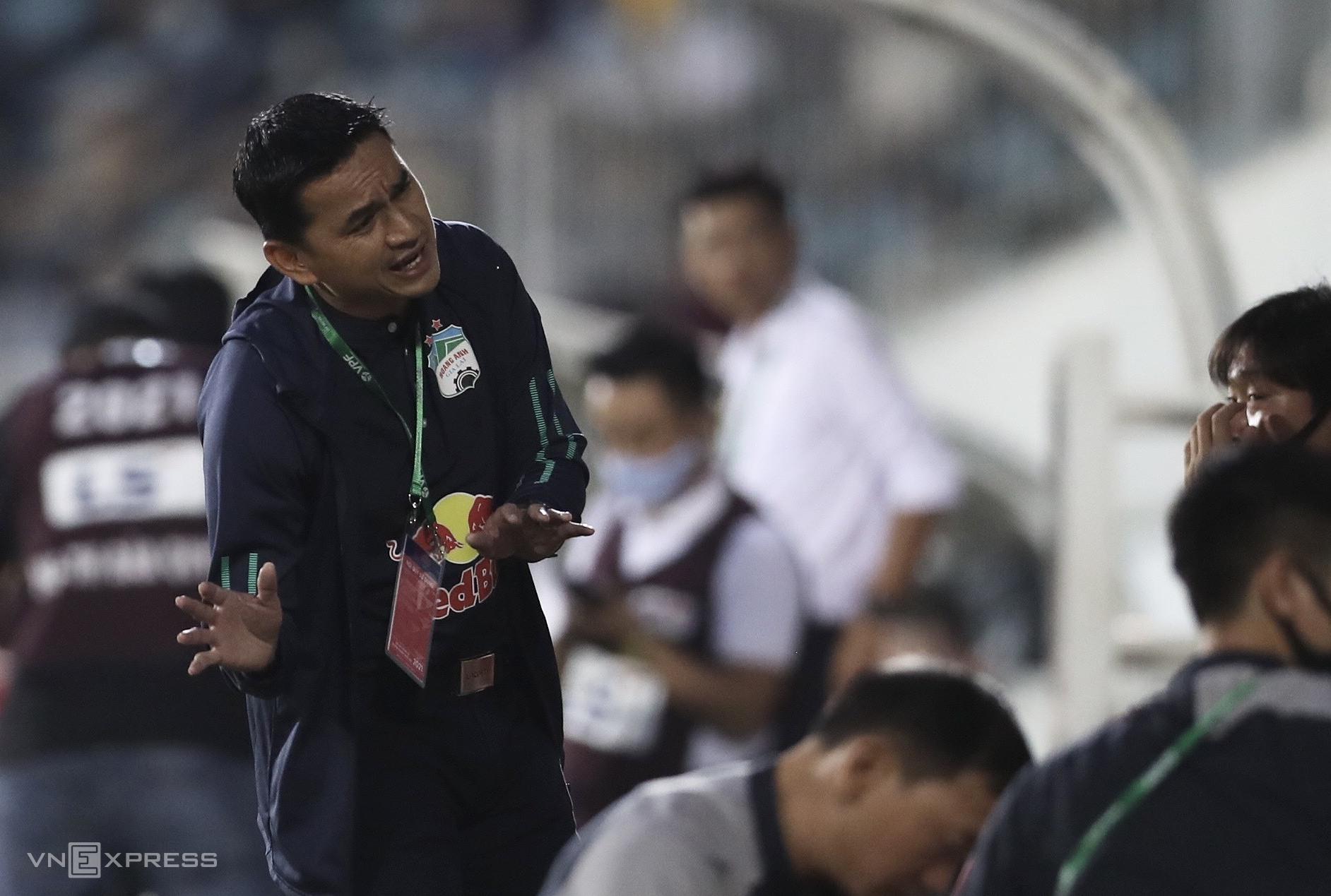 Pertandingan di Hai Phong hari ini akan memiliki arti kunci bagi peluang awal untuk masuk 6 besar untuk balapan di kejuaraan Kiatisuk dan HAGL.  Foto: Duc Dong