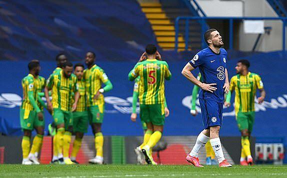 Mateo Kovacic thất vọng khi chứng kiến mành lưới của Chelsea liên tục tung lên ở trận đấu West Brom. Ảnh: PA.