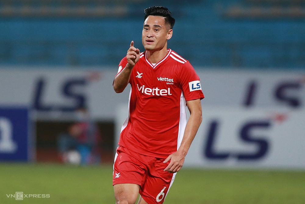 Vũ Minh Tuấn vào sân từ băng ghế dự bị và ghi bàn, góp công giúp Viettel đánh bại Sài Gòn FC 3-0. Ảnh: Lâm Thoả