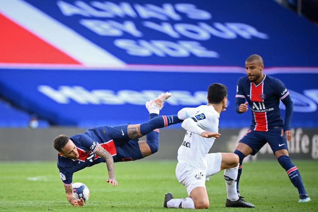 เนย์มาร์เล่นได้ดีตลอด 90 นาทีในสนาม แต่ก็ยังไม่สามารถช่วย PSG หลีกเลี่ยงการตกอย่างเจ็บปวดที่ Parc des Princes  ภาพ: AFP