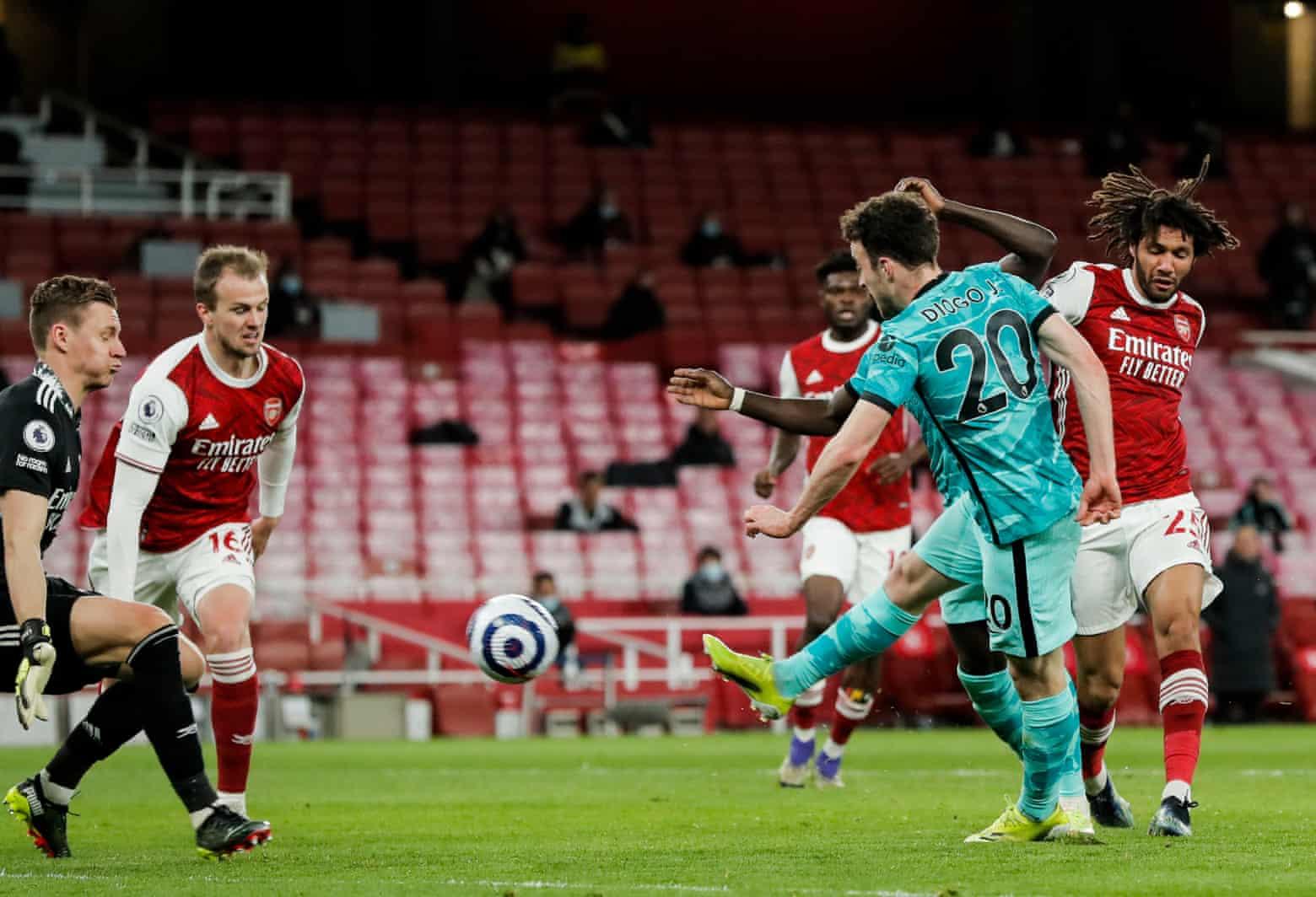 Jota dalam situasi tersebut membuat skor menjadi 3-0 untuk Liverpool pada menit ke 82. Foto: The Observer