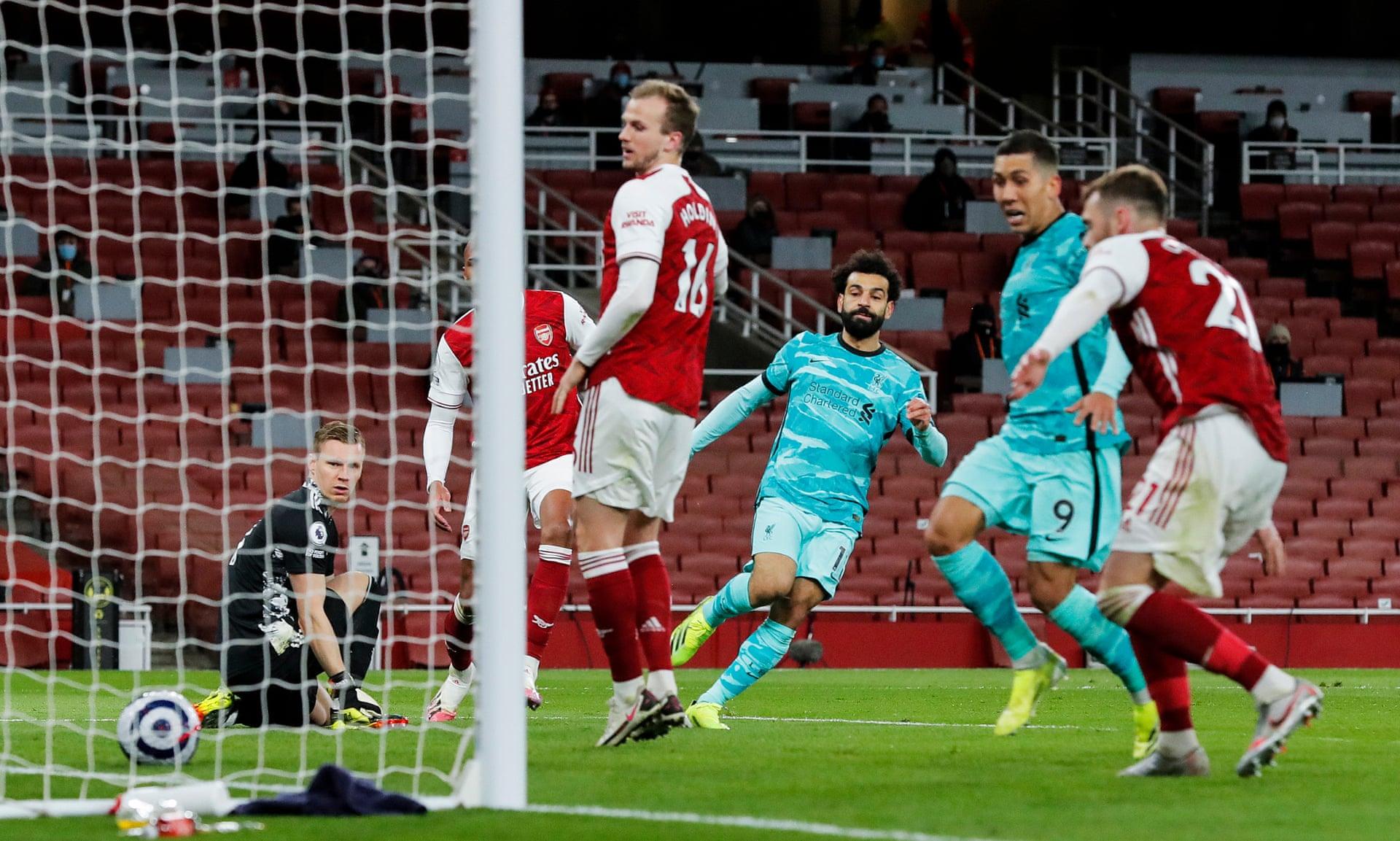 Salah nâng tỷ số lên 2-0 với cú sút chéo góc hiểm hóc ở phút 68. Ảnh: The Observer