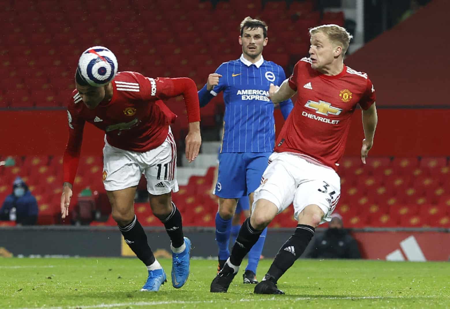 Greenwood đánh đầu ấn định thắng lợi 2-1 cho Man Utd trên sân Old Trafford hôm 4/4. Ảnh: AP