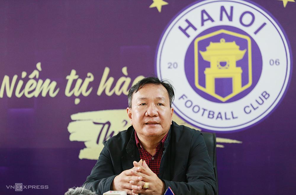 HLV Hoàng Văn Phúc cho biết ông ở CLB Hà Nội thi đấu không tốt thời gian qua do kém may mắn, nhiều cầu thủ dính chấn thương. Ảnh: Lâm Thoả