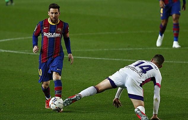 Messi và các đồng đội thi đấu nhạt nhoà, gần như không tạo được cơ hội đáng kể nào trong hiệp một. Ảnh: AP.