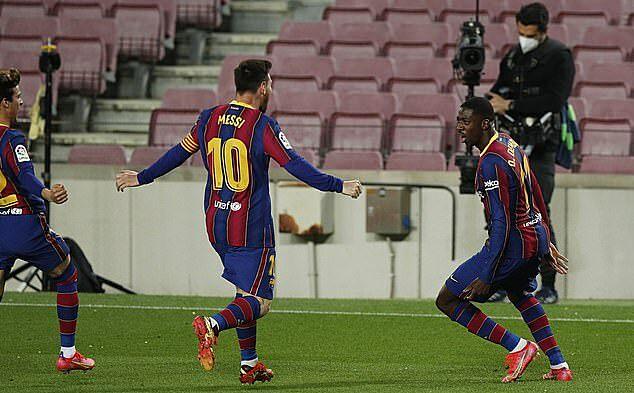 ... đem lại bàn thắng quý như vàng cho Barca. Ảnh: Reuters.