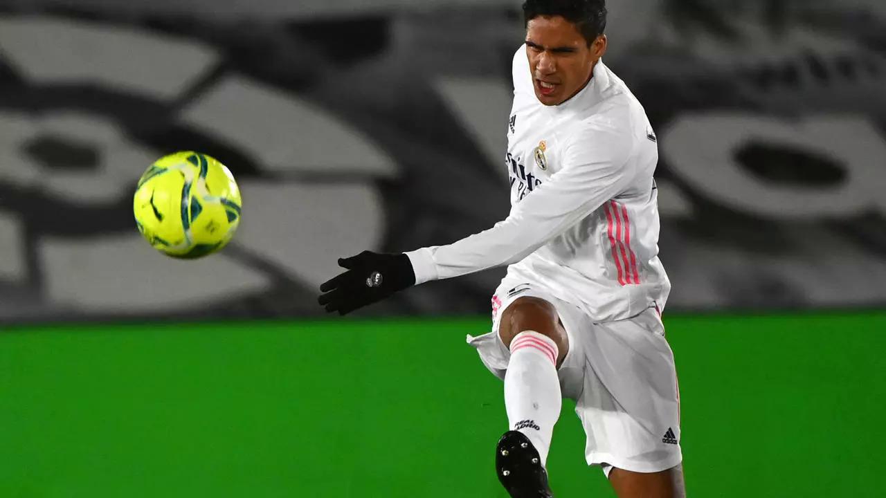 Mất Varane là tổn thất lớn với Real lúc này. Ảnh: AFP.