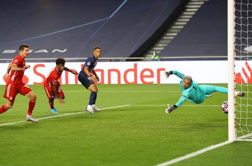 โคแมน (ที่สองจากซ้าย) ทำประตูช่วยให้บาเยิร์นเอาชนะ PSG 1-0 ในรอบชิงชนะเลิศปี 2020 ที่ลิสบอน  ภาพ: ยูฟ่า