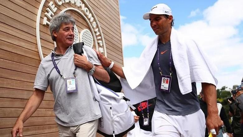 Dr. Cotorro telah bersama Nadal selama bertahun-tahun, membantunya menyembuhkan cedera lututnya.  Foto: ATP.