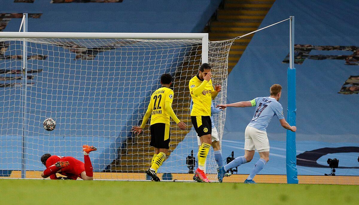 De Bruyne dứt điểm cự ly gần thành bàn cho Man City. Ảnh: Reuters.