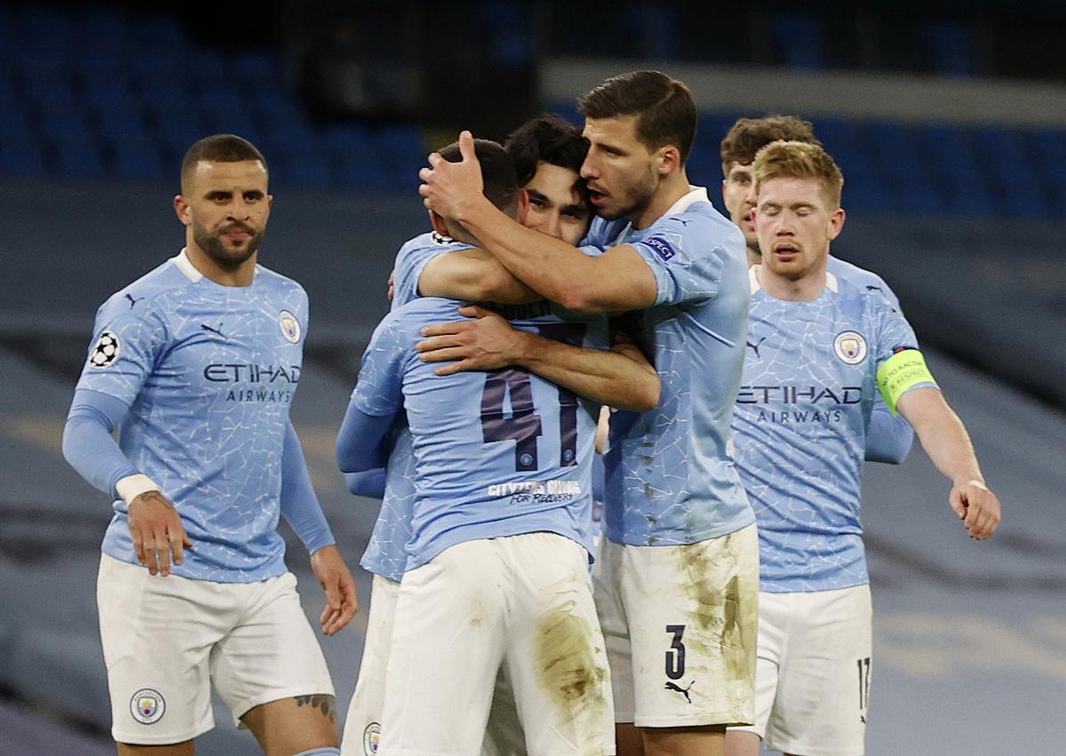 Foden chia vui với đồng đội sau khi ghi bàn mang về chiến thắng cho Man City. Ảnh: Reuters.