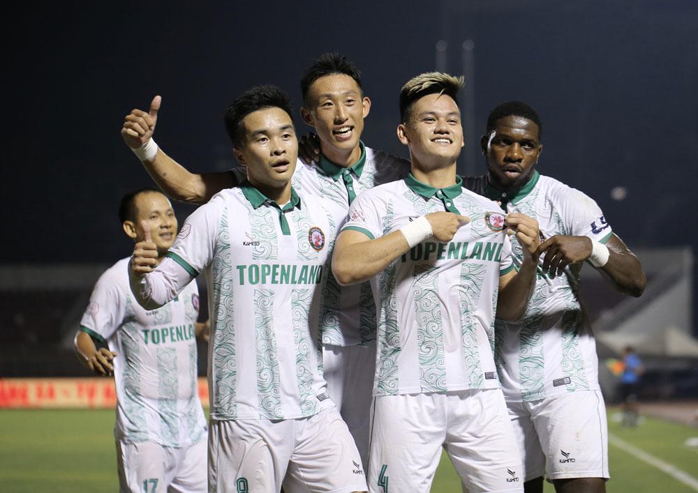Ho Tan Hoat เป้าหมายที่มีความสุขสำหรับ Binh Dinh ในชัยชนะเหนือคนรวยในโฮจิมินห์ซิตี้ในรอบที่ 7 ของ V-League 2021 รูปภาพ: VPF