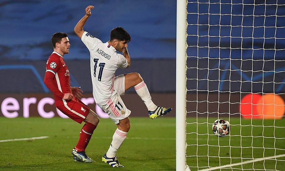 Asensio ยิงเข้าไปในตาข่ายที่ว่างเปล่าหลังจากโยนบอลที่มีทักษะผ่าน Alisson  ภาพ: ยูฟ่า