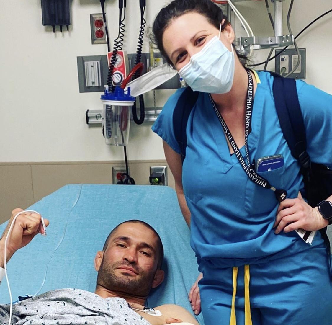 Pliev memposting di media sosial foto dirinya di ranjang rumah sakit dengan jarinya terhubung kembali.  Jari-jari Anda ada di tempat yang benar, semuanya, seniman bela diri ini menulis.  Foto: Instagram / Pliev