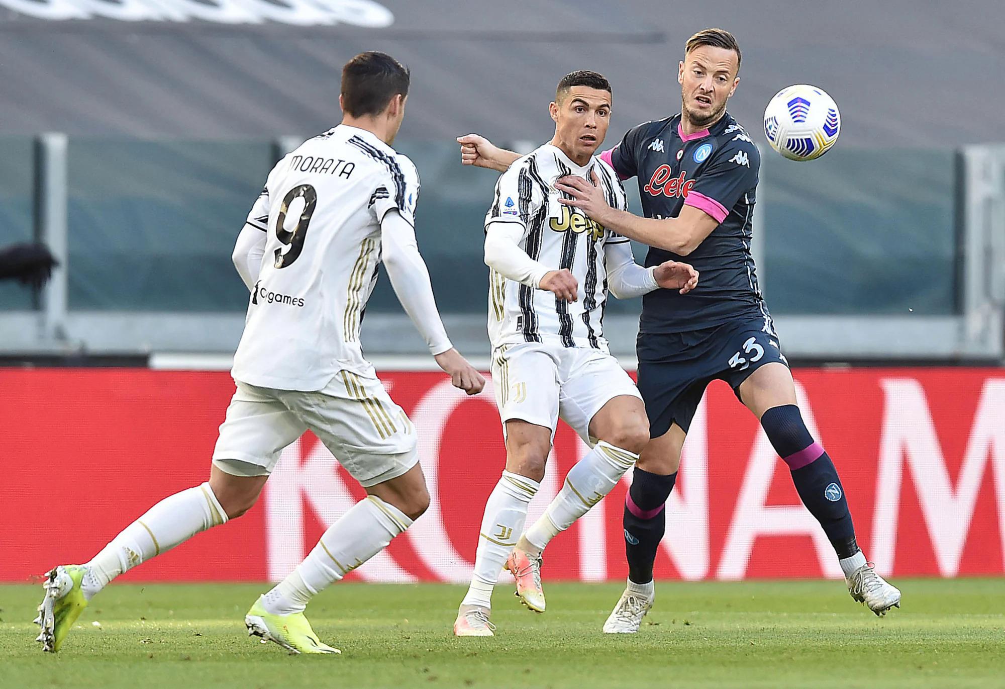Ronaldo toả sáng, mang lại lợi thế sớm cho Juventus. Ảnh: ANSA