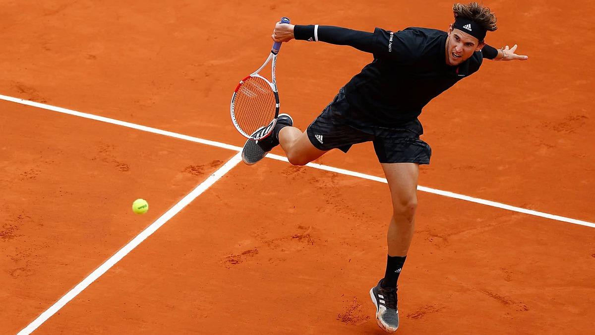 Roland Garros 2020 berlangsung pada bulan September, dalam kondisi dingin dan hujan.  Foto: ATP.
