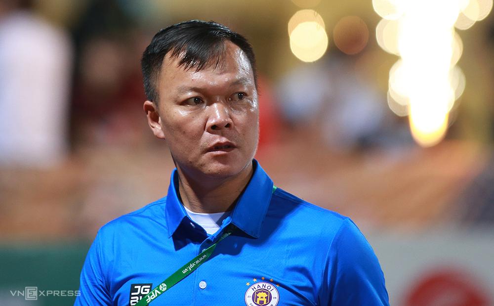 Duong Hong Son dalam pertandingan Hanoi kalah dari Viettel 0-1 di babak 8 V-League 2021. Foto: Lam Thoa