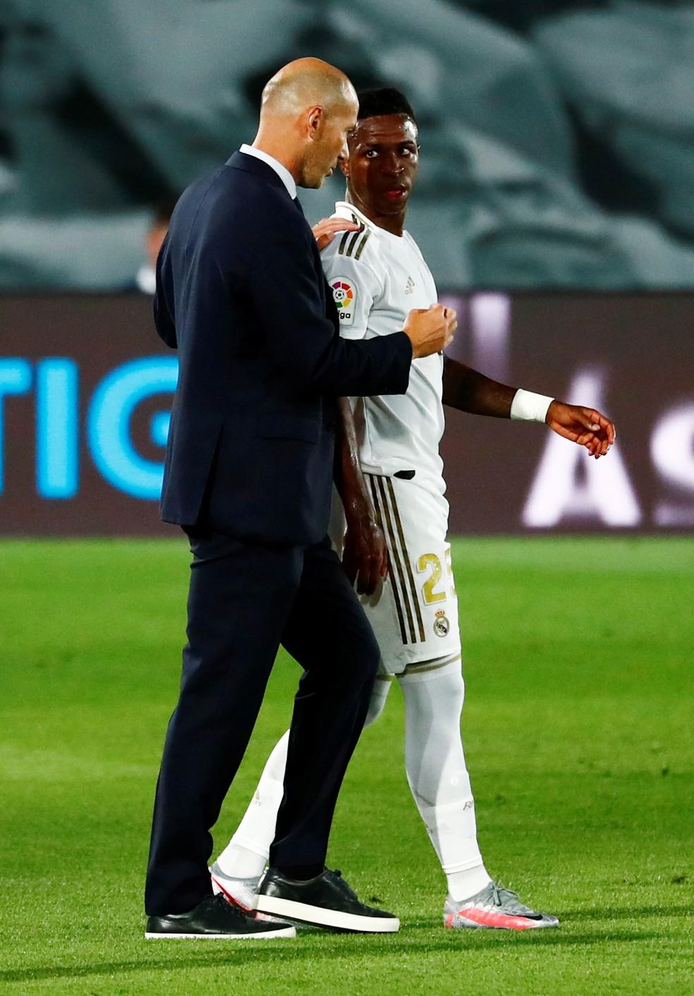 Sự trở lại của Zidane góp phần giúp Vinicius tiến bộ nhanh hơn trong công cuộc trẻ hoá Real mà HLV người Pháp thực hiện. Ảnh: EFE