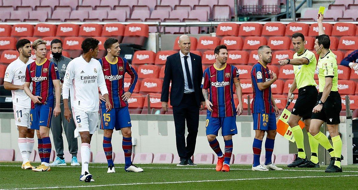 ในฐานะกัปตันทีม แต่เมสซี่ไม่มีจิตวิญญาณของนักรบปกป้องเพื่อนร่วมทีมของเขาในสถานการณ์ที่ยากลำบาก - สิ่งต่างๆเช่น Xavi, Puyol, Guardiola เคยทำได้ดีมากมาก่อน  ภาพ: EFE