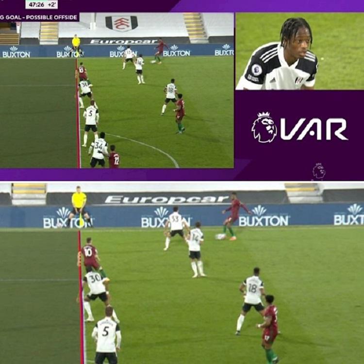 VAR bắt lỗi cầu thủ Wolves (áo đỏ) việt vị dù khuỷu tay của hai người gần như song song. Ảnh chụp màn hình.