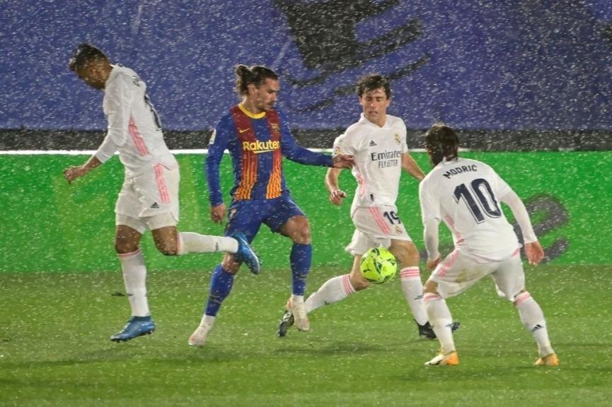 Real memiliki kemenangan ketiga berturut-turut atas Barca.  Foto: Marca.