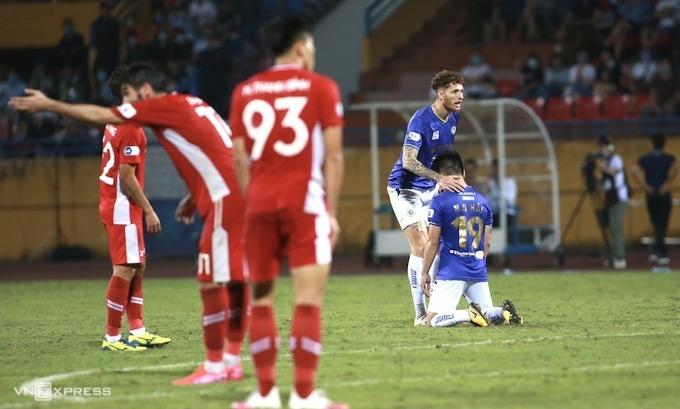 Quang Hai kecewa setelah kalah 0-1 dari Viettel pada 7 April.  Foto: Lam Thoa