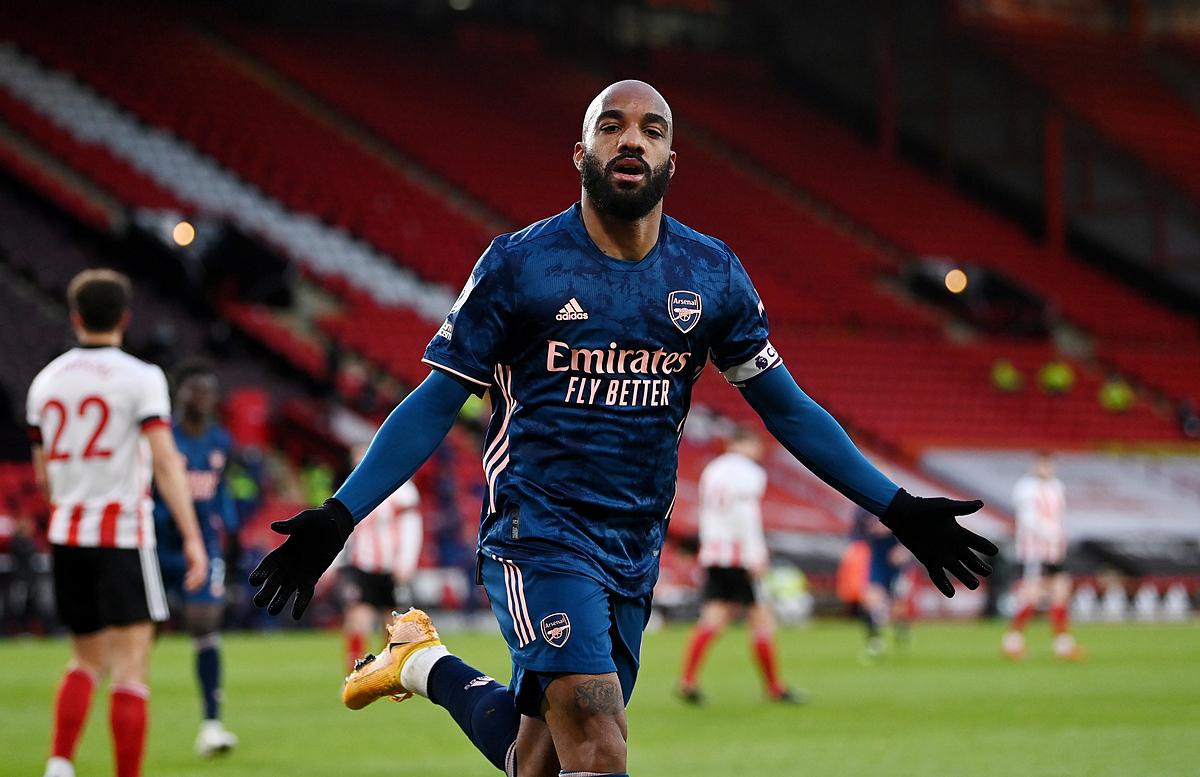 Lacazette trở thành người hùng của Arsenal trận này. Ảnh: Reuters.