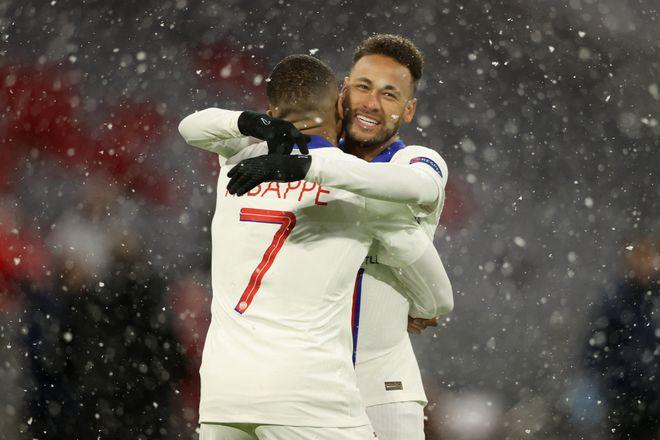 Neymar góp hai đường chuyền dọn cỗ trong trận tứ kết lượt đi Champions League: PSG thắng 3-2 trên sân Bayern. Ảnh: Reuters.