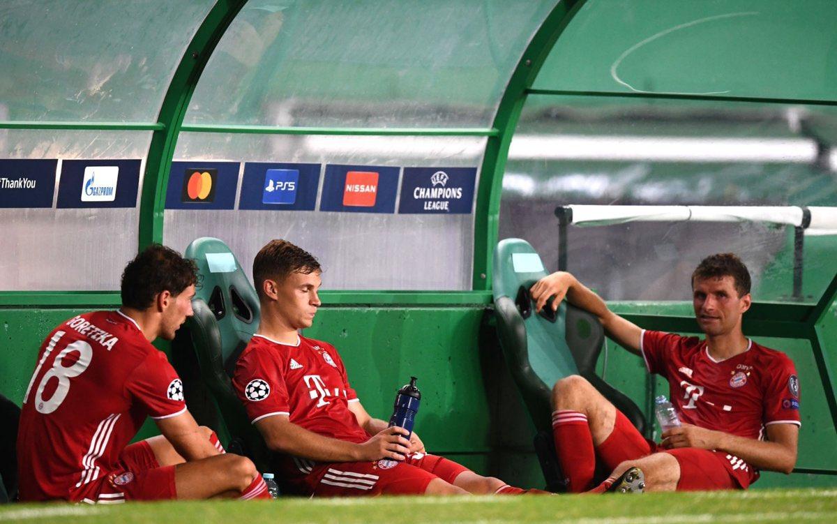 Pilar seperti Goretzka, Kimmich, Muller semuanya lelah membajak, mengisi kekosongan yang ditinggalkan oleh bintang lain karena cedera.  Foto: AFP