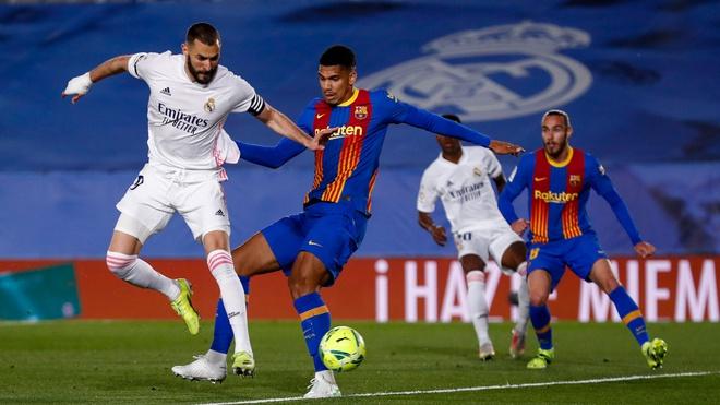 Real thắng Barca trong ba trận El Clasico gần nhất, nhưng kết quả về kinh tế vẫn nghiêng về đội bóng xứ Catalonia. Ảnh: Reuters.