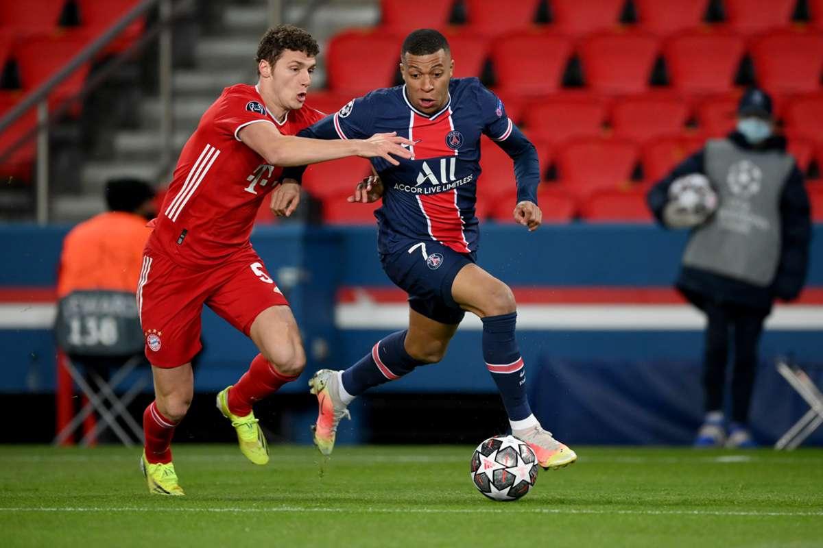 Pavard gặp nhiều khó khăn khi đối đầu đồng hương Mbappe. Ảnh: Goal.