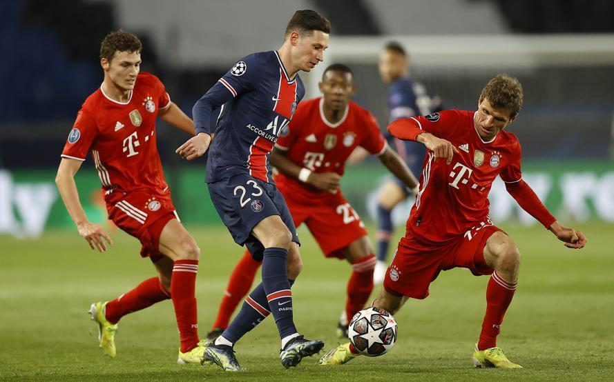 มุลเลอร์ (ขวา) และเพื่อนร่วมทีมต้องจ่ายราคาด้วยการแพ้ 2-3 ในเลกแรกในบ้าน  ภาพ: EFE.