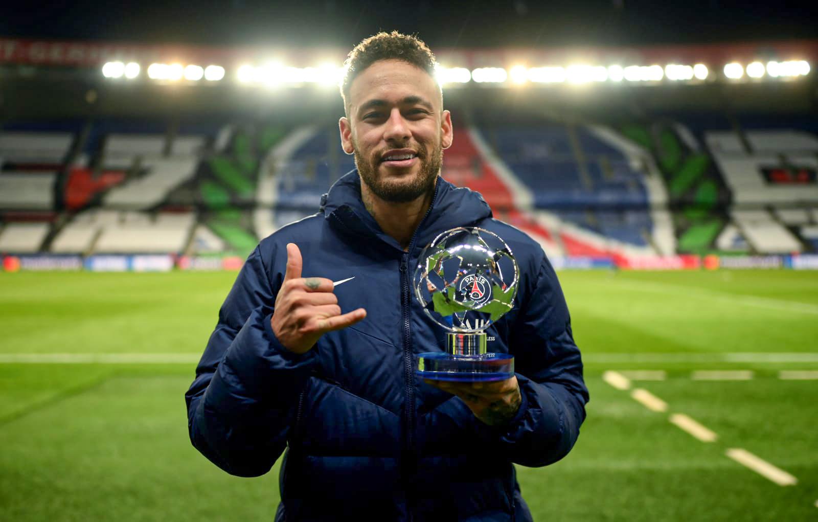 Neymar được UEFA bầu làm Cầu thủ hay nhất trận tứ kết lượt về tại Parc des Princes hôm qua. Ảnh: Twittter / PSG