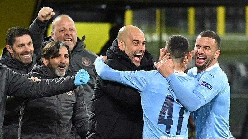 Pep Guardiola ร่วมฉลองกับนักเรียนของเขาหลังจากได้รับตั๋วเข้าสู่รอบรองชนะเลิศของ Champions League  รูปภาพ: เป้าหมาย