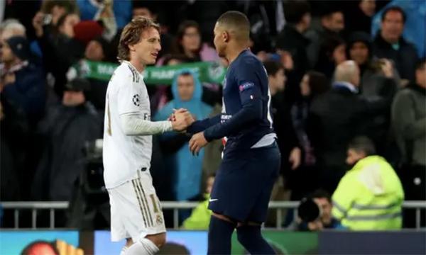 Modric และ Mbappe พบกันเมื่อ Real เอาชนะ PSG ด้วยสกอร์รวม 5-2 ในรอบ 1/8 ของแชมเปี้ยนส์ลีกฤดูกาล 2017-2018  ภาพ: AFP