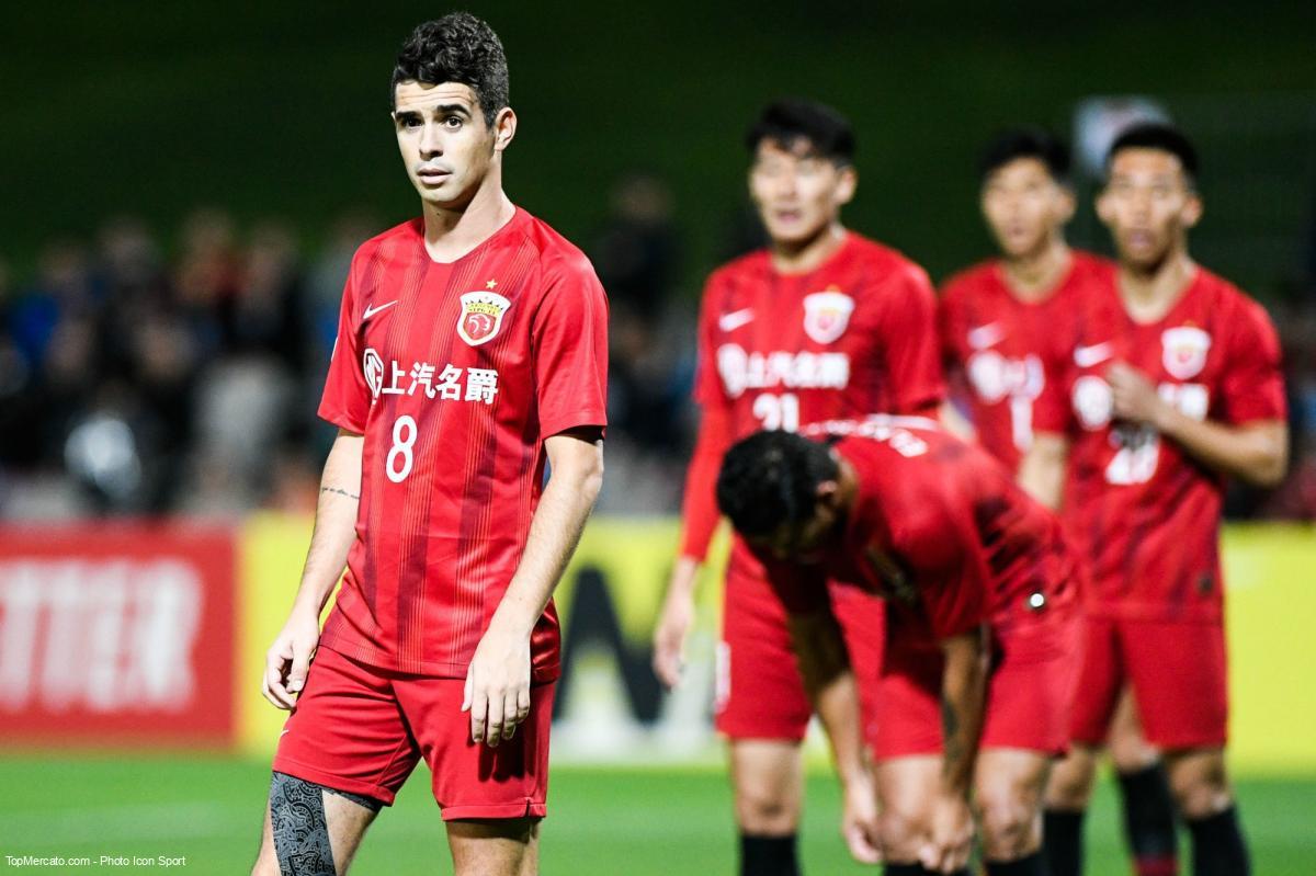 Oscar là siêu sao gắn bó bền bỉ nhất với bóng đá Trung Quốc, kể từ giải VĐQG này bùng nổ với các vụ vung tiền mua sắm cầu thủ đắt giá từ châu Âu.