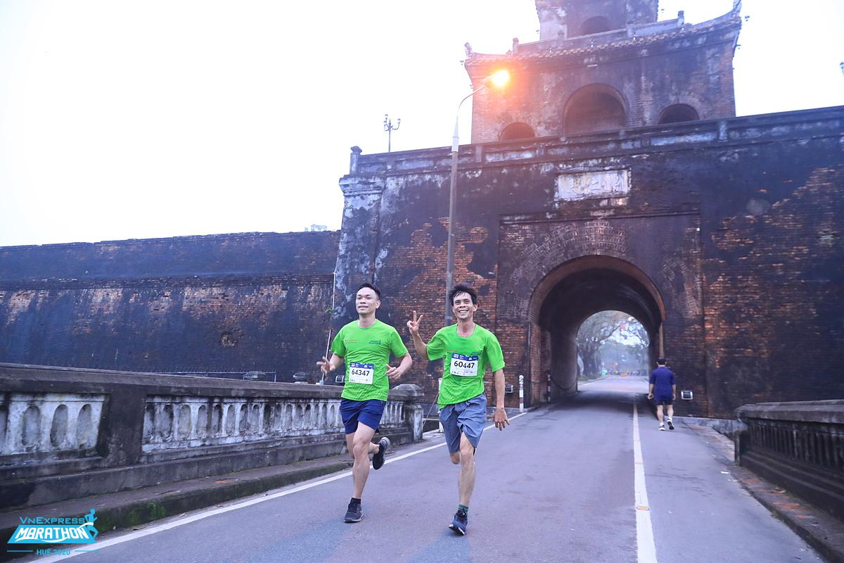 Athletes enjoy the running track at Hue VnExpress Marathon last December.  Photo: VnExpress Marathon.