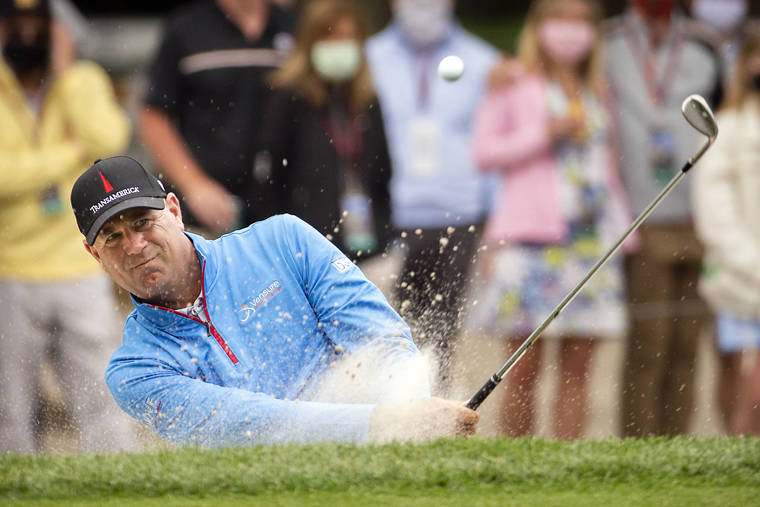 Stewart Cink escaped the sand trap on the second round of the RBC Heritage 15-round hole on April 16.  Photo: AP