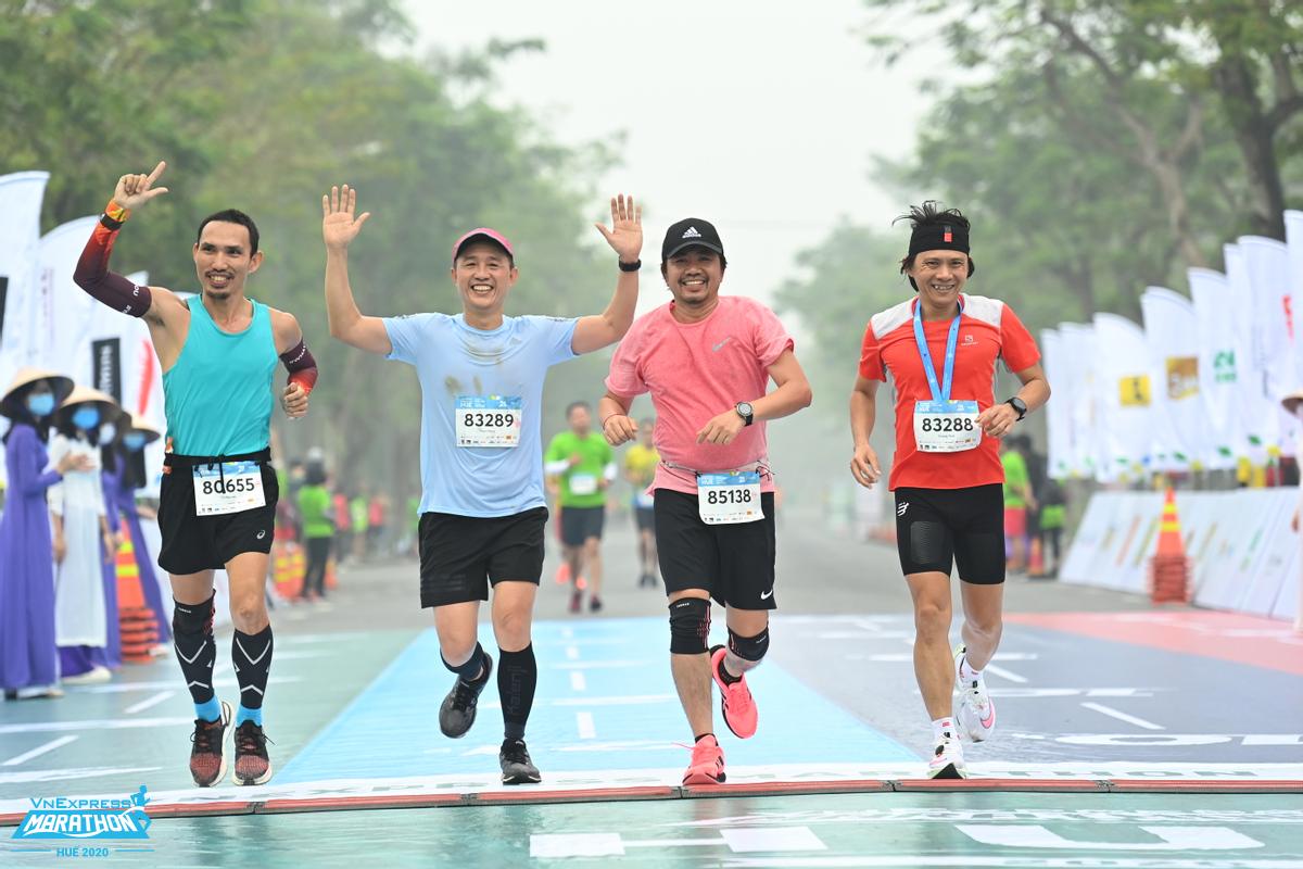 Baik berlari untuk jarak 5 km, berlatih semi maraton, atau sekadar ingin lulus latihan HIIT, pelari perlu fokus pada peningkatan daya tahan dan kebugaran.  Foto: VnExpress Marathon.