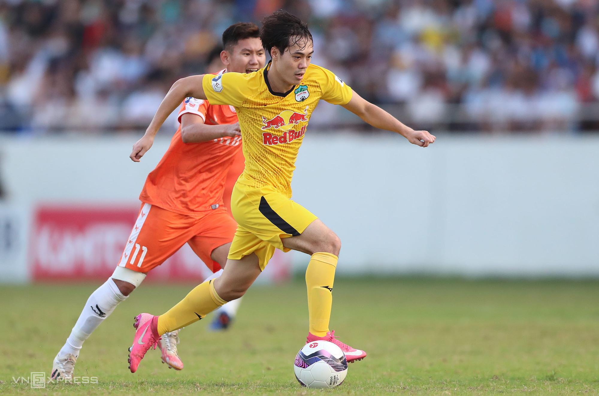 Van Toan ยิงประตูโดยเฉลี่ยหนึ่งประตูต่อเกมใน V-League ฤดูกาลนี้  ภาพ: Duc Dong