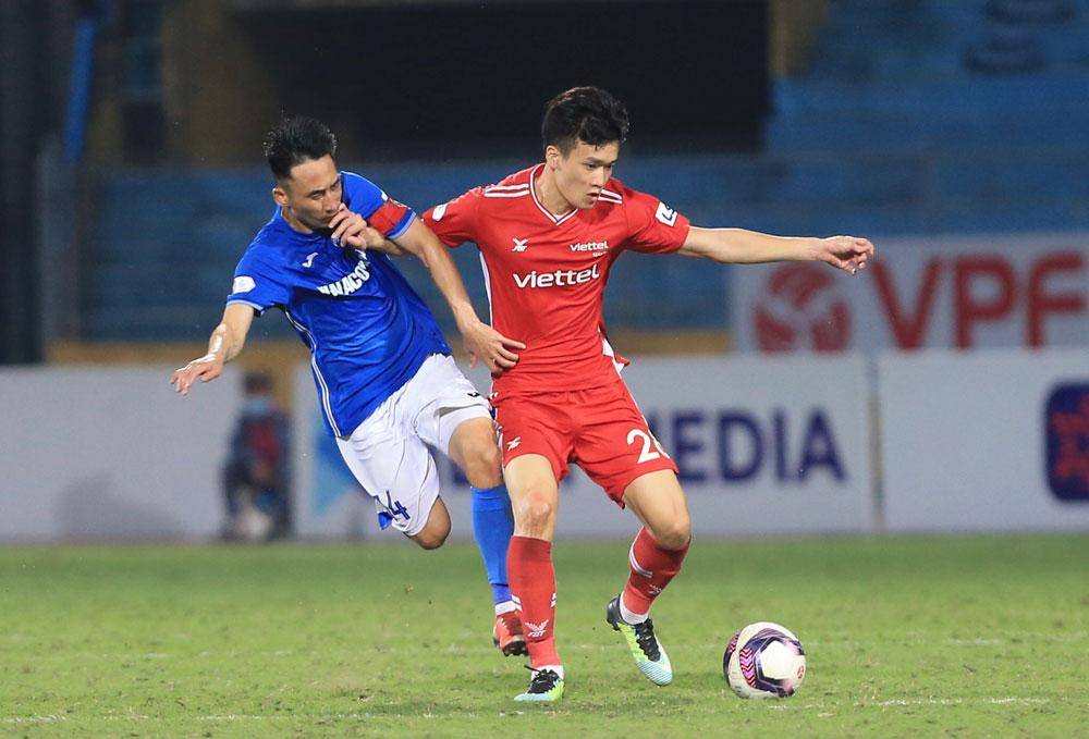 Kemenangan Viettel atas Quang Ninh di awal pertandingan babak 10 membantu V-League semakin panas di babak final fase I. Foto: VPF