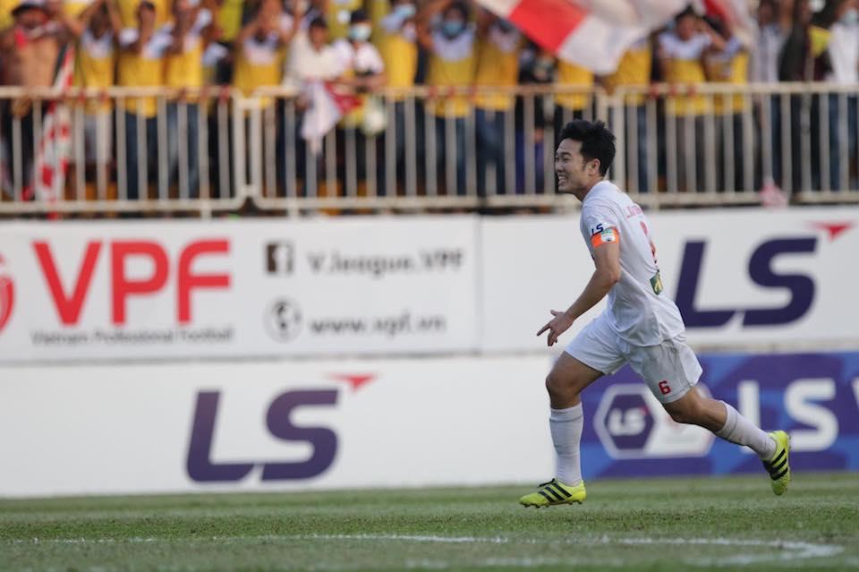Xuan Truong meledak dalam kegembiraan setelah mencetak satu-satunya gol dalam pertandingan tersebut.  Foto: Duc Dong.