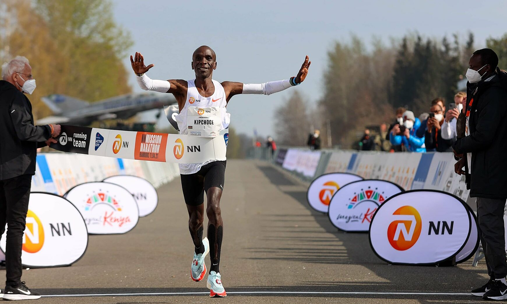 Kipchoge về nhất tại NN Mission Marathon. Ảnh: NN Running Team