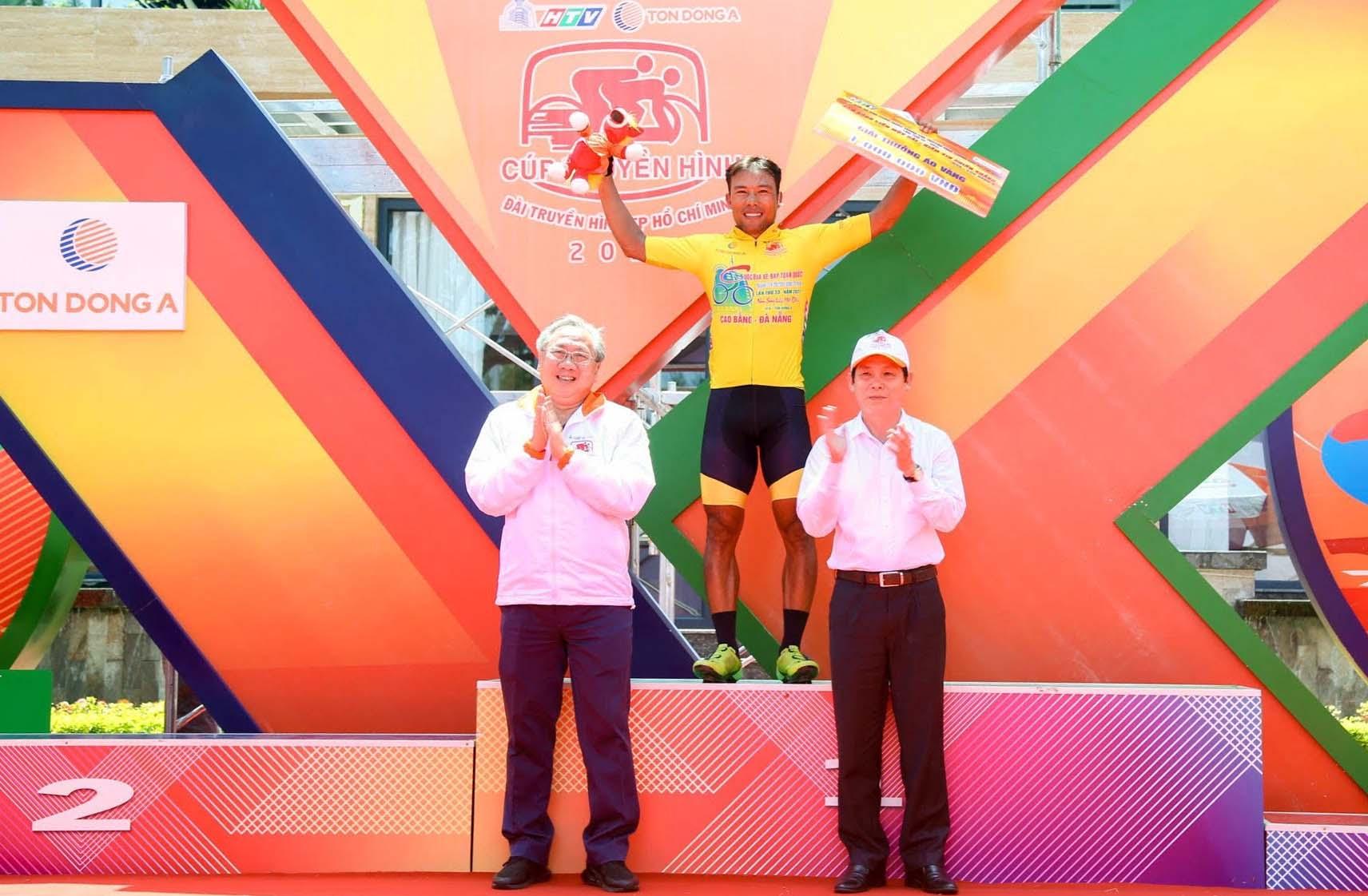 Nguyễn Trường Tài tạm mạc Áo Vàng danh giá sau nửa hành trình của cuộc đua. Ảnh: Văn Thuận.