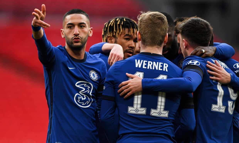 Ziyech (trái) mới ghi bàn thứ năm sau 30 trận cho Chelsea. Ảnh: NMC