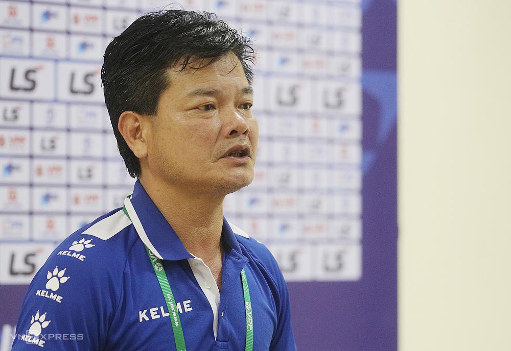 Pelatih Van Sy kesal ketika koleganya, Polking menuduh Nam Dinh mengulur waktu buruk untuk menang.